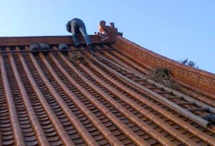 农村屋顶盖琉璃瓦的坡度多少?多少钱一块?安装步骤是