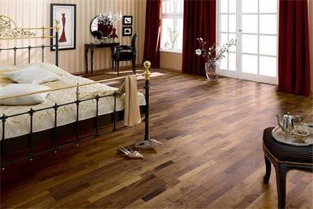 自建房装修中实木地板打蜡多久一次,需要注意什么?
